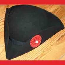 Tricorne SOT noir rigide rosette rouge bouton blanc