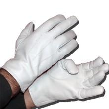 Gants blancs en peau