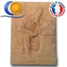Bas relief apprenti sur sa pierre